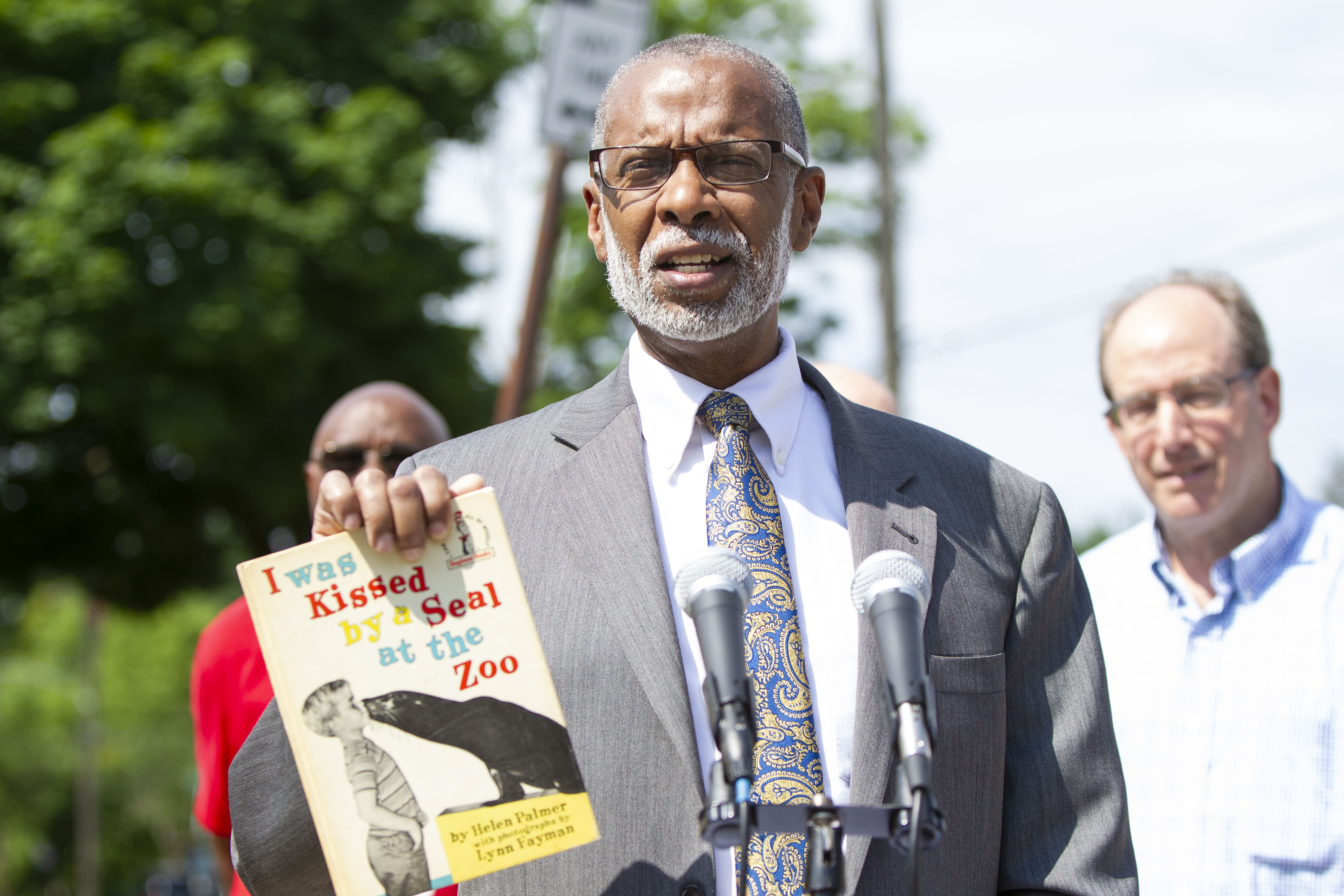 June 7, 2018: Senator Art Haywood held a news conference today to celebrate summer reading and the installment of community bookstands in the district.
